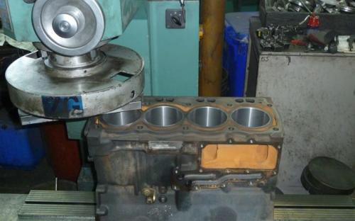 Ravnanje bloka motora